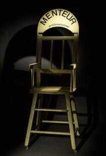 fauteuil original de Coluche pour l'émission : le jeu de la vérité
