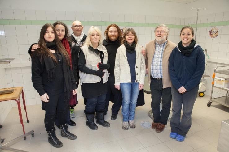 Ariakina, Patricia, Marc, Mylène, Magà, Aude, Christian, Sarah au centre de soin du Refuge de l'Arche (crédit photo Laurent Christophe)